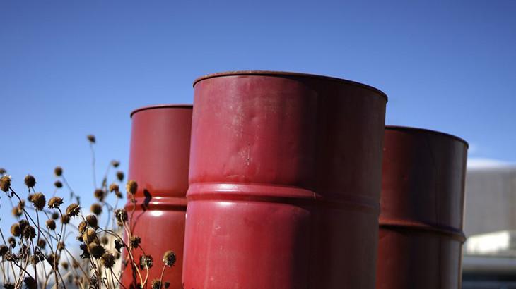 Petróleo fecha em queda neste início de mês