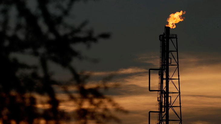 Petróleo-sobe-pelo-7º-dia-seguido,-mas-registra-maior-queda-semestral-desde-1998
