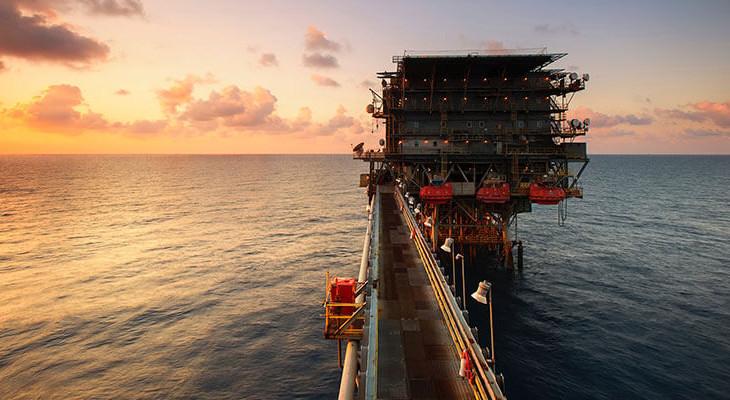 excell-bombas-petroleo-opera-em-baixa-em-correcao-apos-fortes-ganhos-com-temor-sobre-oferta